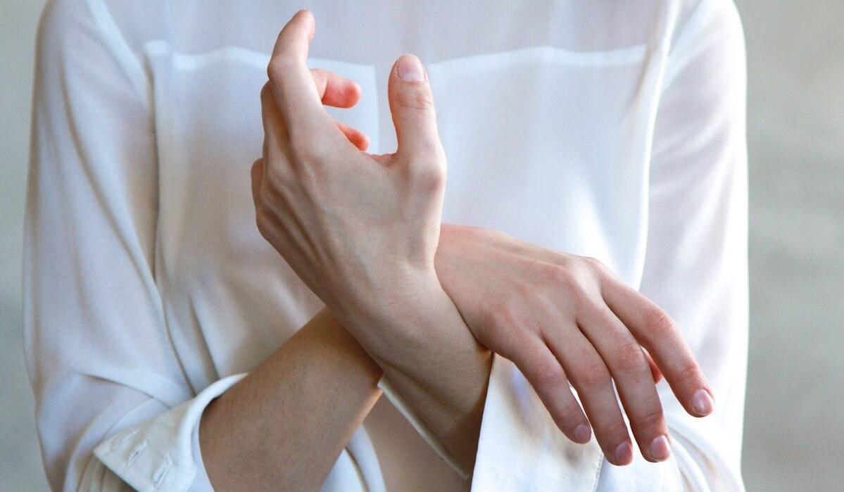 Dolore al gomito: le 3 cause più comuni